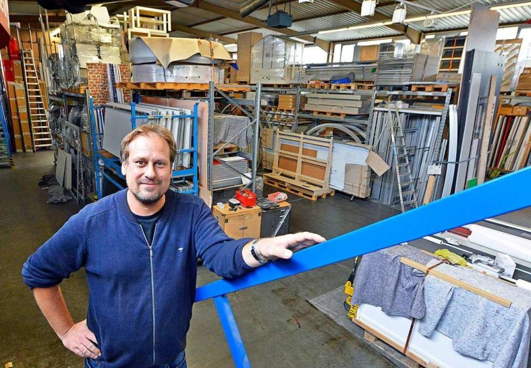Jegliche Arbeit ist willkommen: Roland...Messebauunternehmens in Freiburg-Lehen    Foto: Michael Bamberger