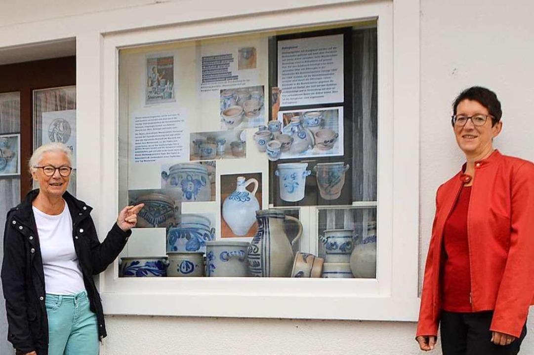 Das Schaufenster des früheren Postraum...gebräuchlichen Westerwälder Steinzeug.  | Foto: Horatio Gollin