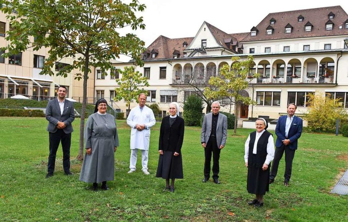 Die bislang kirchlichen Krankenhäuser ...llschafter Rainer Salfeld (von links).  | Foto: Rita Eggstein