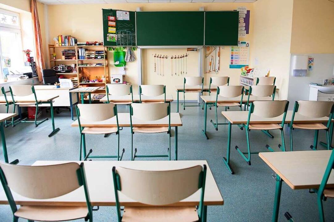 Von der Quarantäne betroffen sind mehrere Schüler und Lehrkräfte (Symbolbild).  | Foto: Sina Schuldt (dpa)