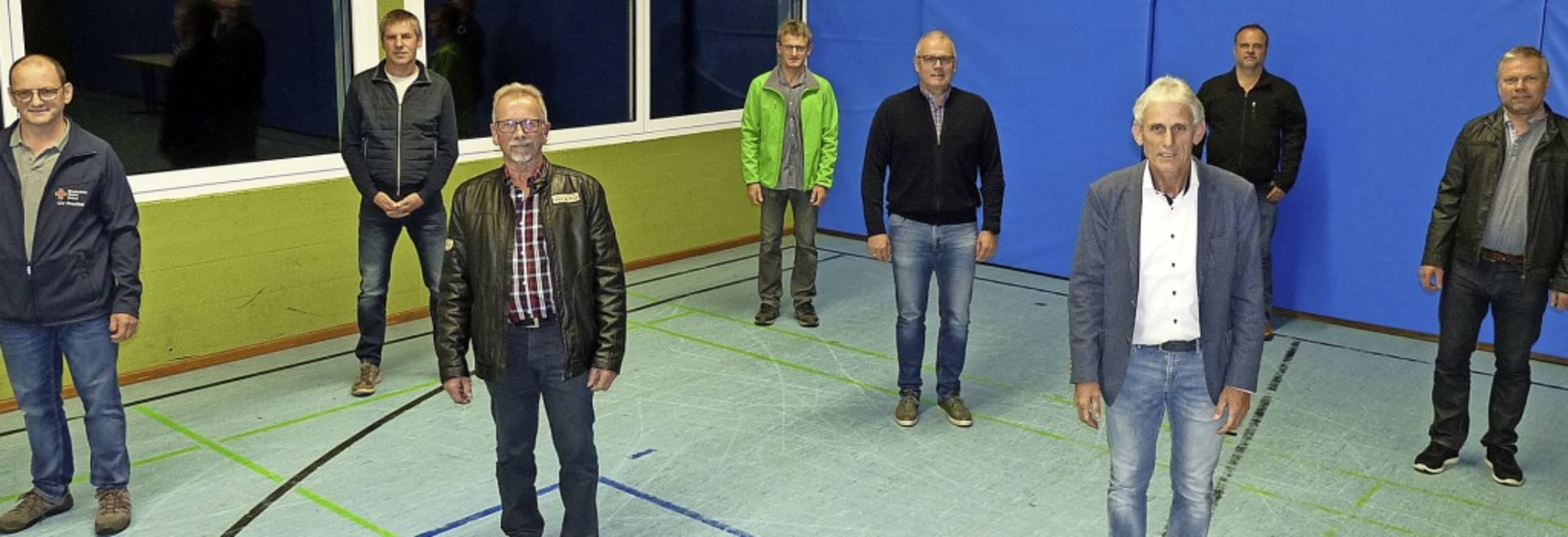 Josef Volk (links) und Karl-Heinz Schi... mit einigen der geehrten Blutspender     Foto: Roland Gutjahr