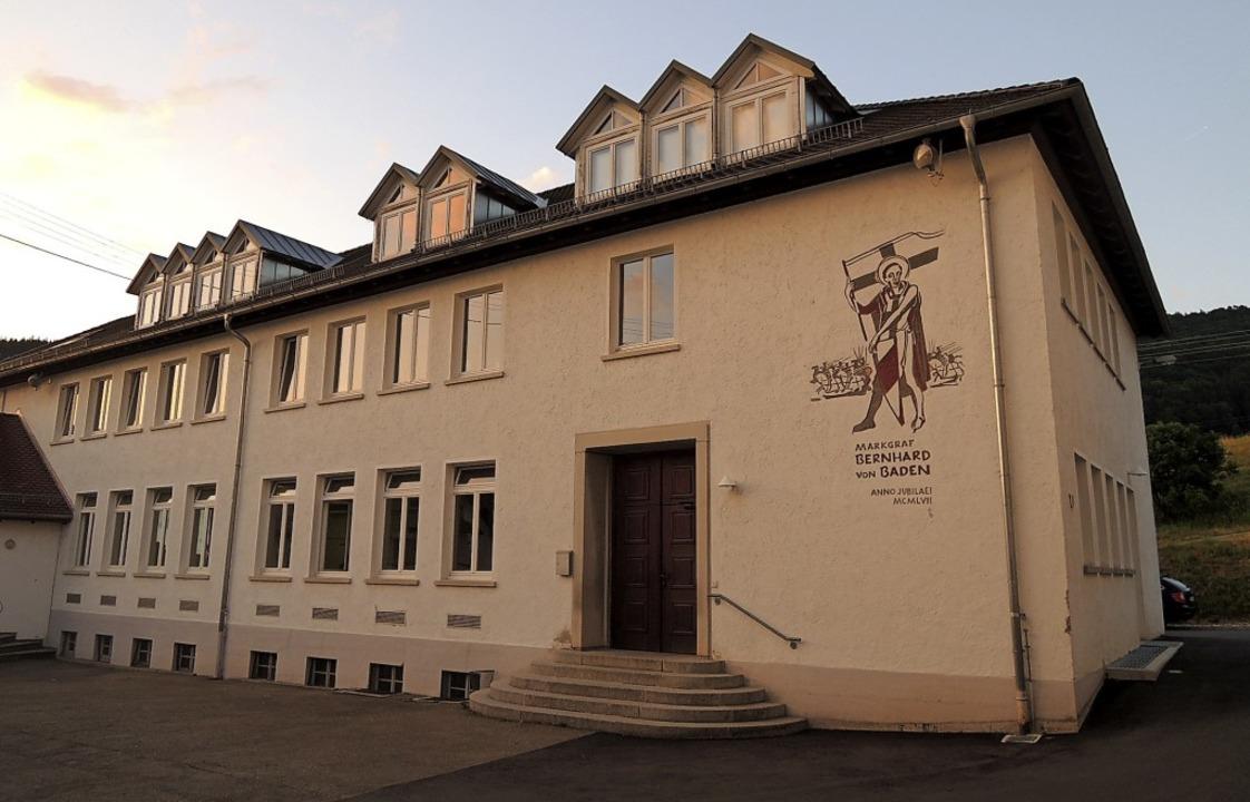 Das ehemalige Grundschule mit Bernhard... zweiter Kindergarten einziehen wird.   | Foto: Kurt Meier