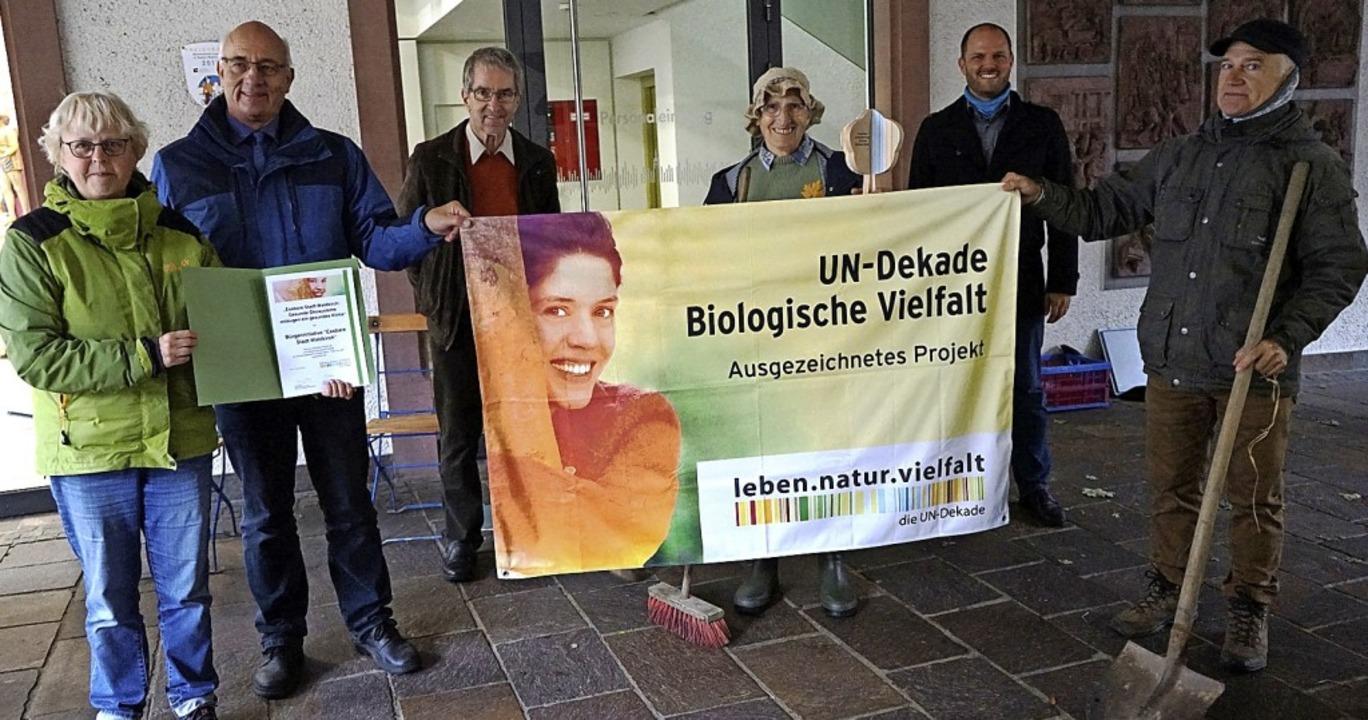 Mitglieder und Förderer der BI Essbare...g der UN-Dekade Biologische Vielfalt.     Foto: Privat