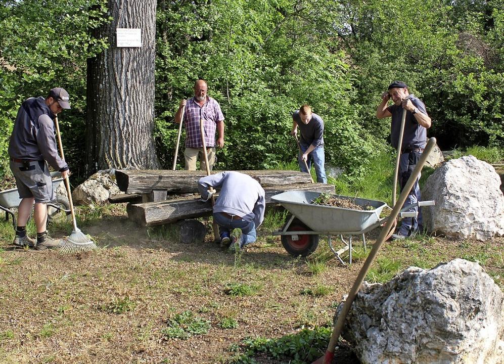 Bei den  alljährlichen Dorfaktionen in..., monatliche Arbeitseinsätze geplant.     Foto: Reinhard Cremer