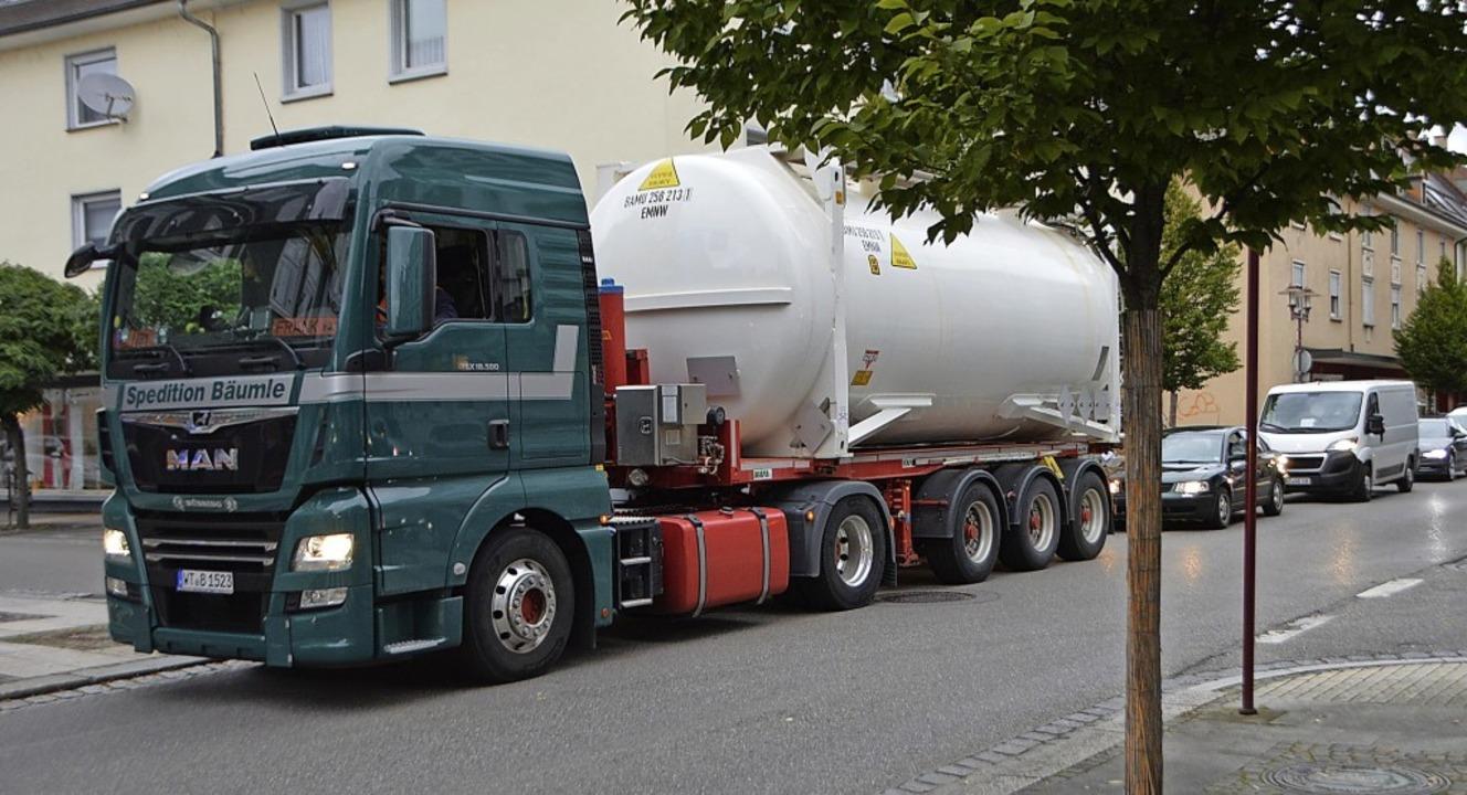 Der Schwerlastverkehr in der Friedrich...ar eines der angesprochenen Probleme.   | Foto: Horatio Gollin