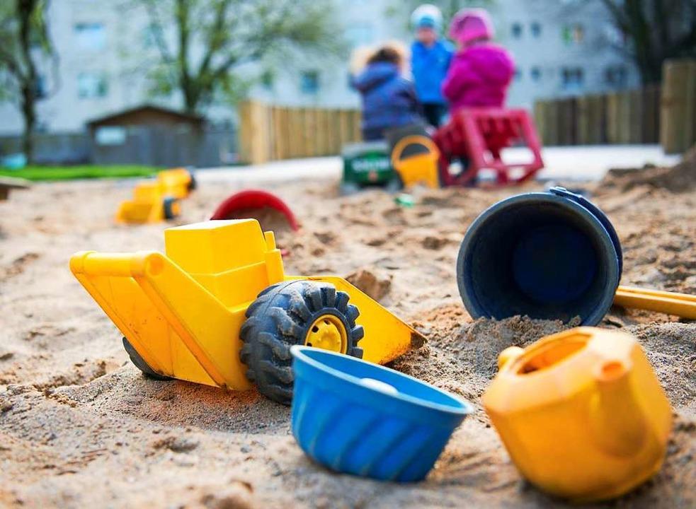 Die Stadt prüft mehrere Möglichkeiten,...ah die Betreuungsplätze ausbauen kann.  | Foto: Monika Skolimowska (dpa)