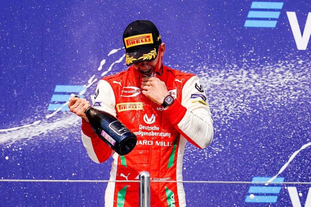Mick Schumacher Ende September nach seinem Sieg im russischen Sotschi.  | Foto: James Gasperotti (dpa)
