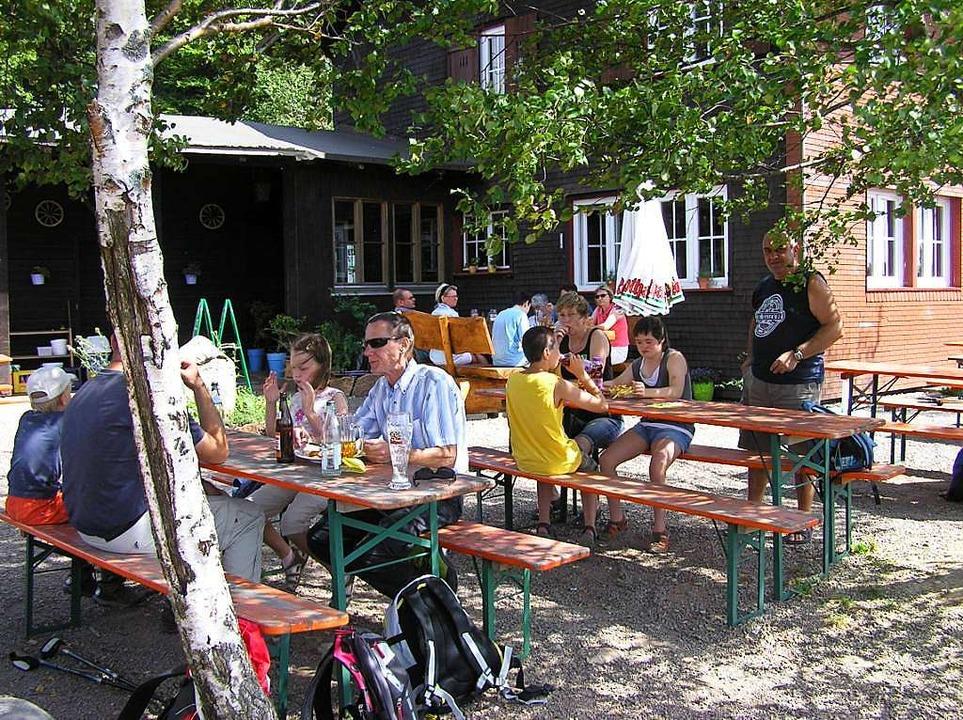 Für müde Wanderer gibt's sogar L...sthaus Hasenhorn oberhalb von Todtnau.  | Foto: Privat