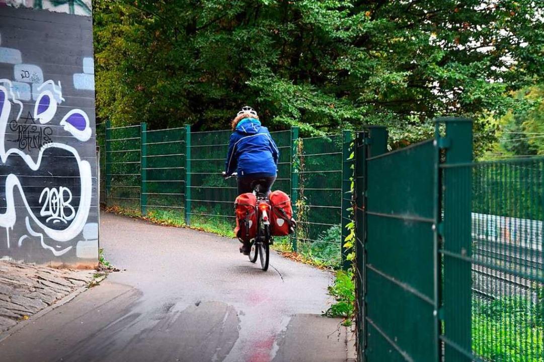 Gegenverkehr sieht man an dieser Kurve Im Zollgarten sehr spät.    Foto: Andrea Steinhart