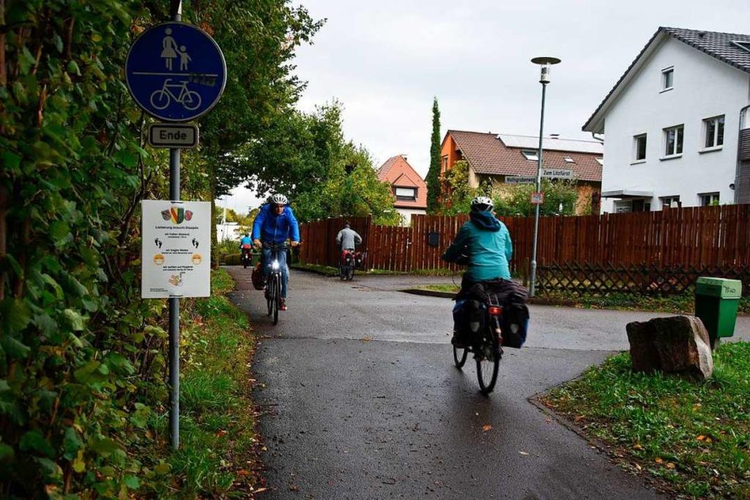Der parallel zur Bahnstrecke in Nord-S...ittelt, sagen Gundelfinger Radfahrer.     Foto: Andrea Steinhart