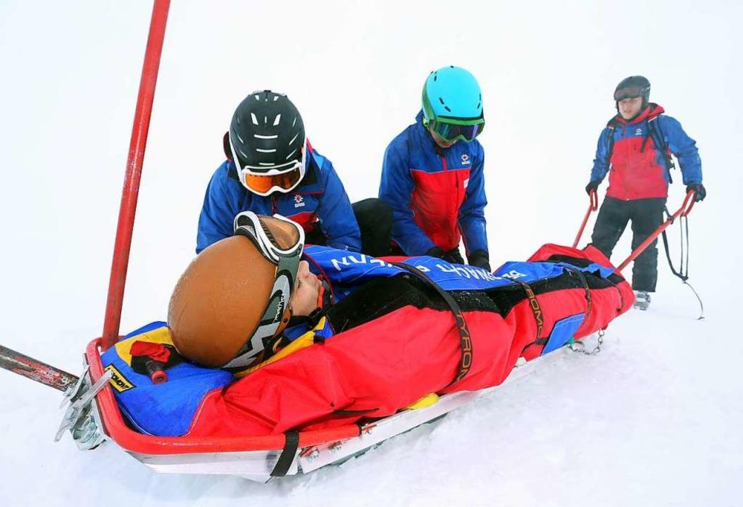Bergretter der Bergwacht trainieren auf dem Nebelhorn bei Oberstdorf.    Foto: Karl-Josef Hildenbrand (dpa)