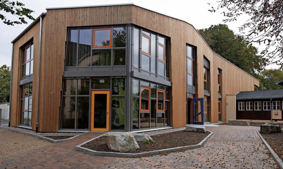 Das neue Schulgebäude besticht durch e...taltung und eine nachhaltige Bauweise.  | Foto: Volker Münch