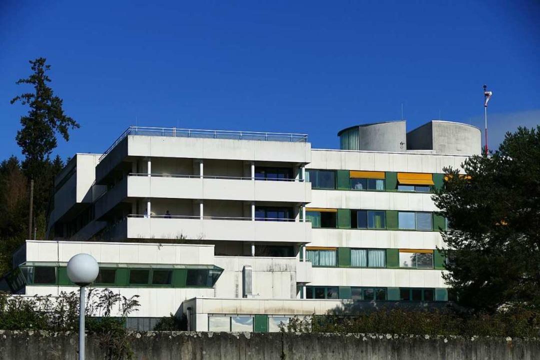 Das Kreiskrankenhaus Rheinfelden soll ...Zentralklinikum in Lörrach fertig ist.  | Foto: Verena Pichler