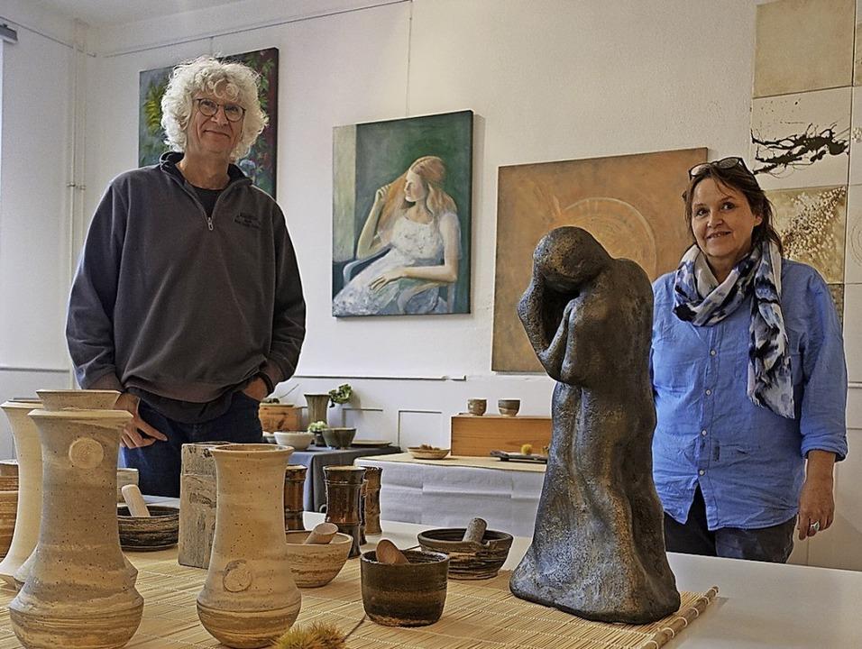 Ornament trifft Struktur: Die Malerin ... und Skulpturen im Kulturhaus in Ried.  | Foto: Roswitha Frey