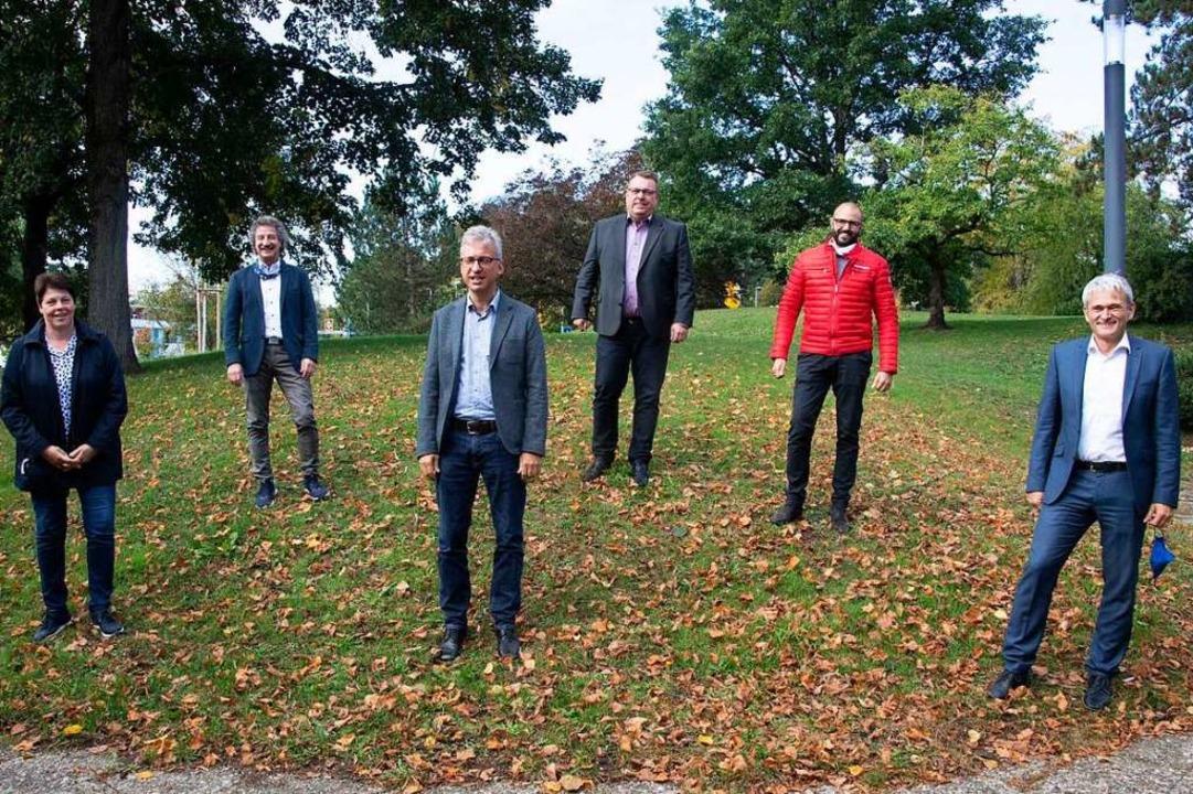 In der Krise sind sie zusammengerückt,...Bürgermeister Martin Löffler (rechts).  | Foto: Volker Münch