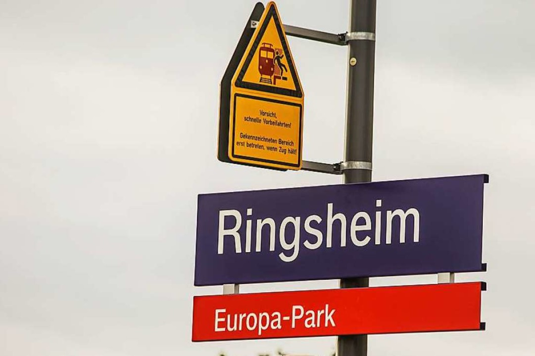 """Noch ist der Europa-Park am Bahnsteig ...2;Ringsheim/Europa-Park"""" heißen.    Foto: Sandra Decoux-Kone"""