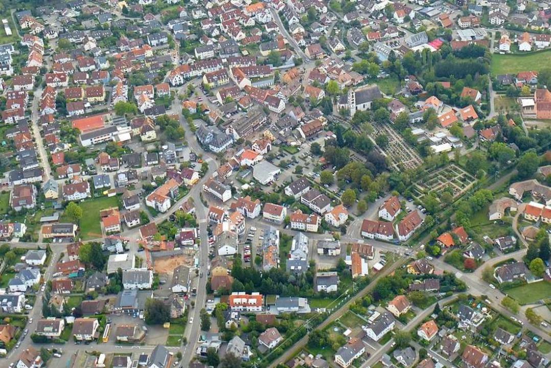 Kirchzarten ändert Bebauungspläne, um das Bauen im Innerort zu erleichtern.    Foto: Volker Jung