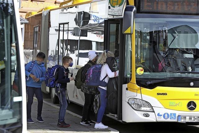 Weil kein Abstand gehalten werden kann: Eltern fordern zusätzliche Schulbusse