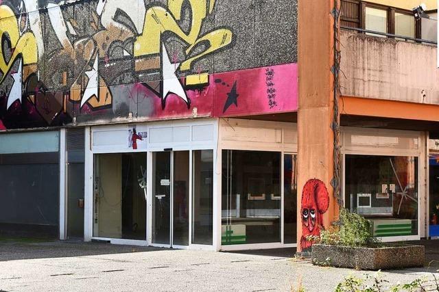Im Einkaufszentrum in Freiburg-Landwasser stehen viele Läden leer