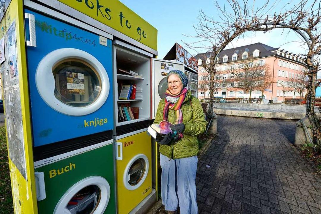 Ehrenamtliche Patinnen und Paten wie A...ch um die öffentlichen Bücherschränke.  | Foto: Ingo Schneider