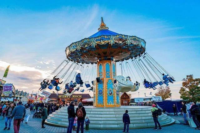 Karussell und Zuckerwatte – das Freiburger Herbstvergnügen ist in vollem Gange