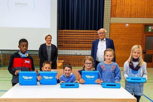 Martin Herrenknecht spendiert Tablets für die Grundschule Schwanau