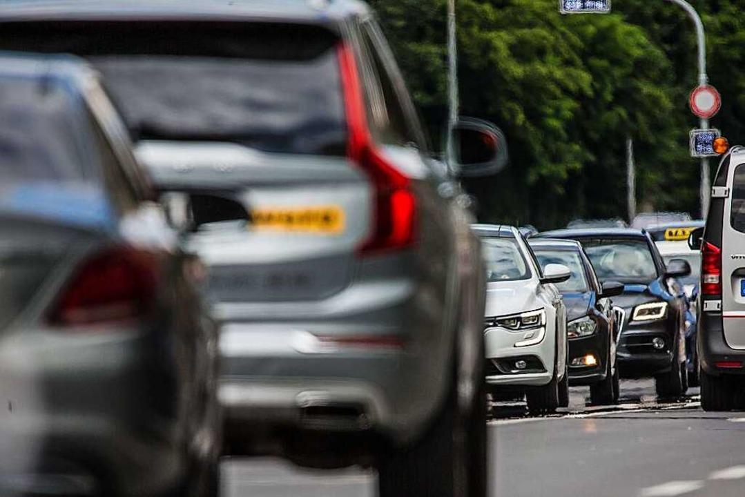 Der BUND befürchtet, dass eine Bebauun...ee-Nord zu mehr Verkehr im Ort …  | Foto: Christoph Schmidt (dpa)