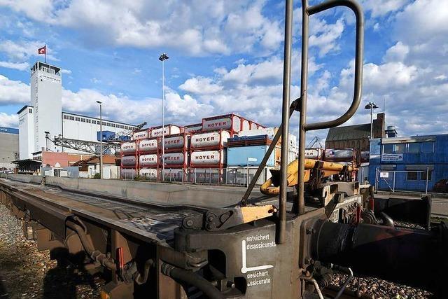 In Basel wird für den Bau eines neuen Hafenterminals geworben – und dagegen