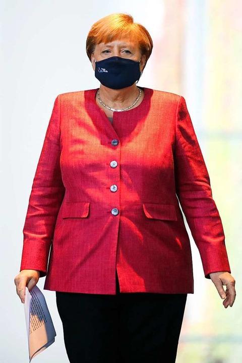 Kanzlerin Merkel nach der Videokonfere...Städte auf dem Weg zur Pressekonferenz  | Foto: Axel Schmidt (dpa)