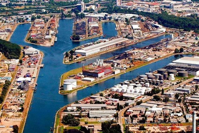 Sportboot rammt Frachter am Karlsruher Hafen – Drei Verletzte
