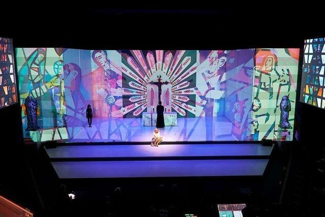 Werke von Stefan Strumbel stehen in Karlsruhe prominent auf der Staatstheaterbühne