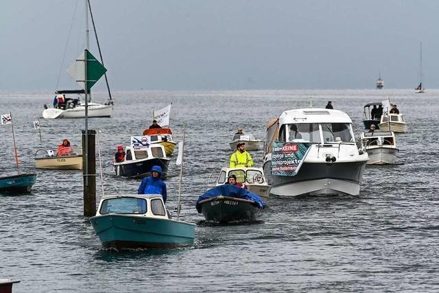 Fischer protestieren mit Schiffskorsos gegen Fischzucht im Bodensee