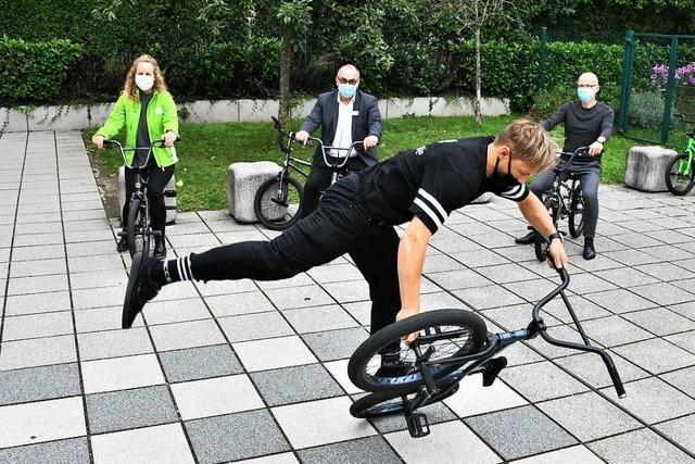 Psychisch kranke Kinder trainieren mit BMX-Profi Chris Böhm