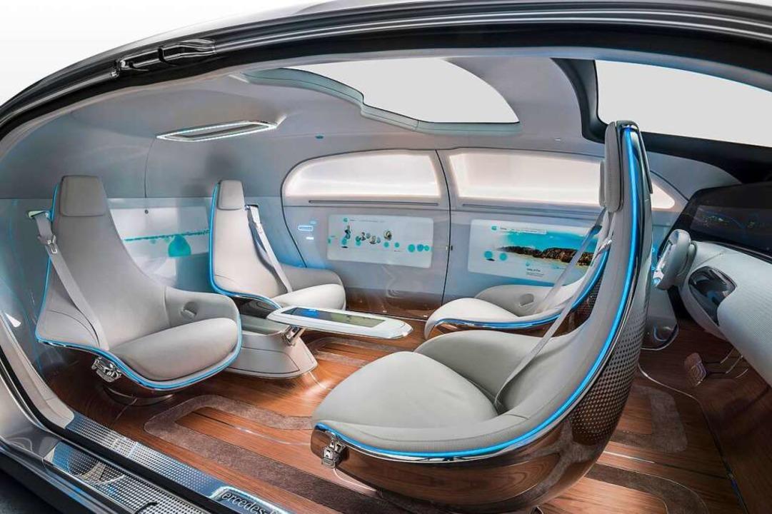 Mit viel Beinfreiheit und Raum zum zug...eug F015 Luxury in Motion von Mercedes  | Foto: Daimler AG - Global Communicatio