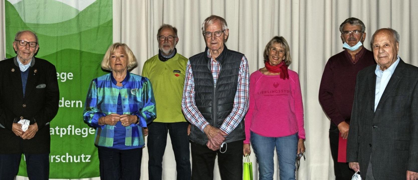 Durch den Vereinsvorsitzenden Edwin Dr...le und Hugo Eisele (von links) geehrt.    Foto: Helmut Rothermel