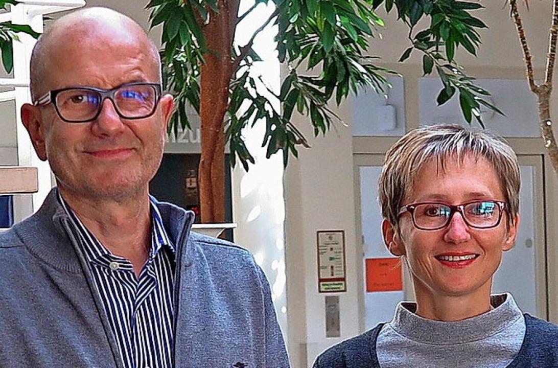 Markus Komp gibt ab an Alla Franz.    Foto: Dorothee Philipp