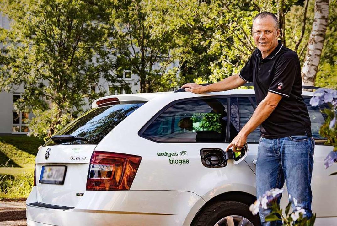Carsten Wangnick betreibt seinen Skoda mit Bio-Erdgas.  | Foto: Gerd Lache