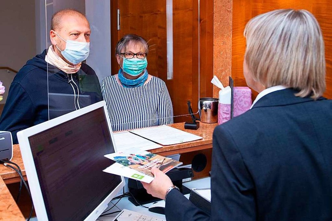 An der Hotelrezeption muss überprüft w...e Gäste aus einem Risikogebiet kommen.    Foto: Sebastian Kahnert