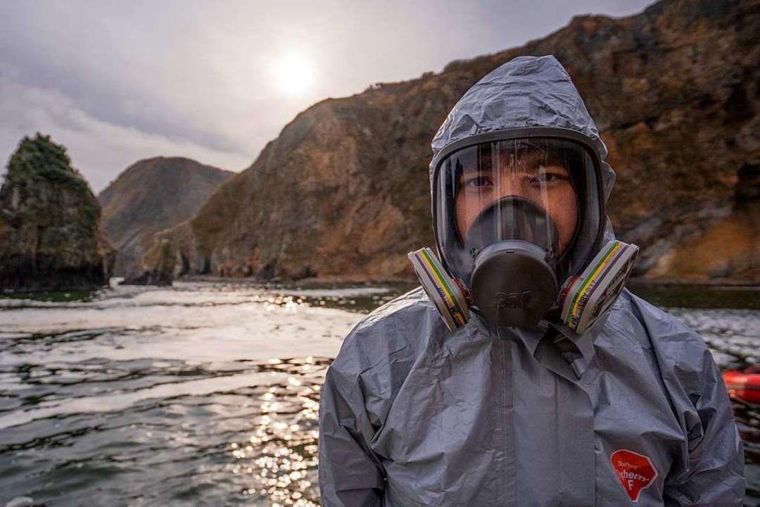Ein Aktivist von Greenpeace mit Gasmaske auf der Halbinsel Kamtschatka  | Foto: Matvey Paramoshin