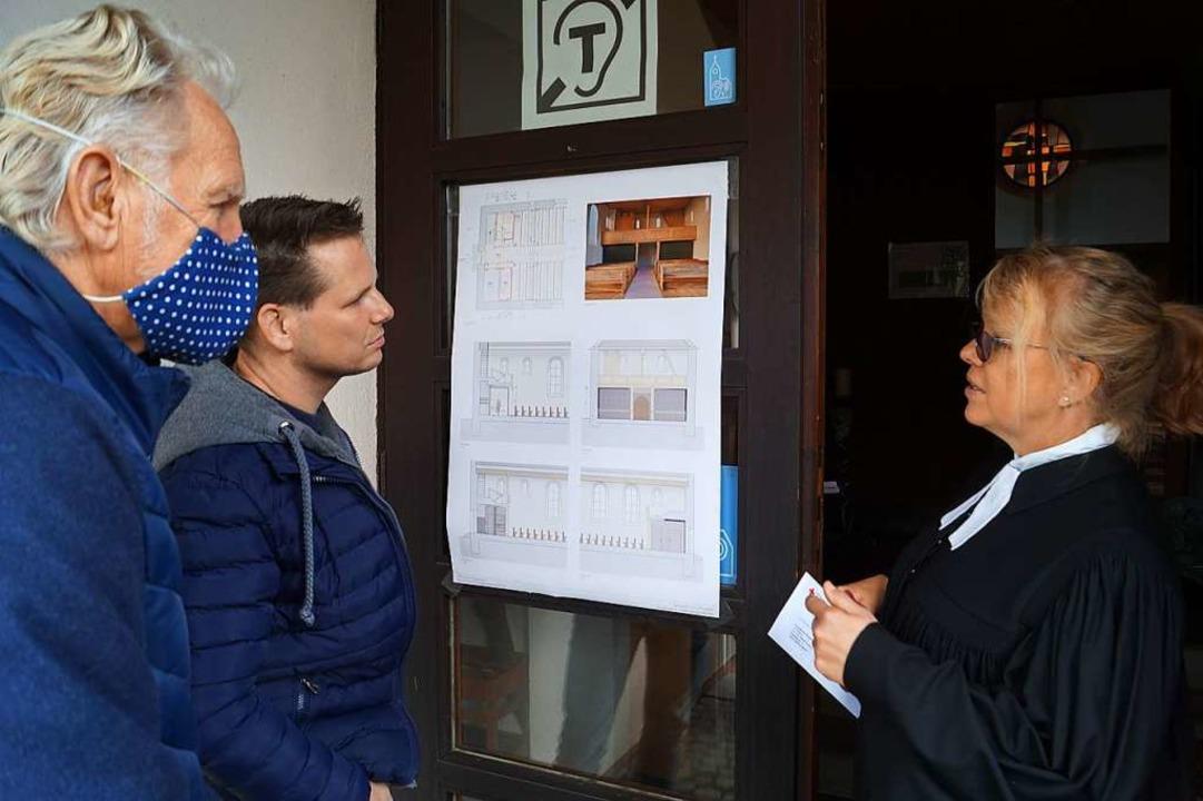 Sitzenkirchs Ortsvorsteher Tobias Buss...Susanne Roßkopf diskutieren die Pläne.    Foto: Silke Hartenstein