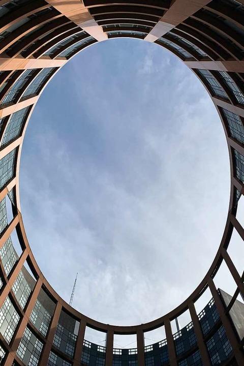 Innenhof des EU-Parlamentsgebäudes in Straßburg    Foto: Helmut Seller