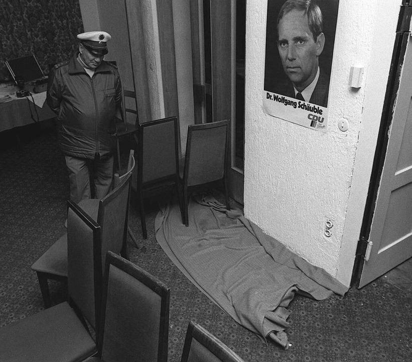 Die Polizei hat den  Tatort in der Bra...ch dem Attentat notdürftig abgesperrt.  | Foto: usage worldwide, Verwendung weltweit