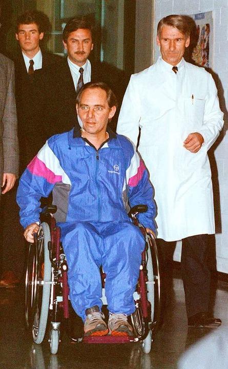 Wolfgang Schäuble gibt knapp sechs Woc...letzungen seine erste Pressekonferenz.  | Foto:  DPA Deutsche Presse-Agentur GmbH
