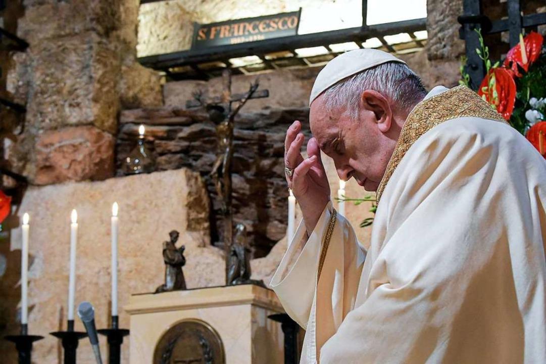 Das ist Papst Franziskus, er entscheid...ahren, ob jemand seliggesprochen wird.  | Foto: Divisione Produzione Fotografica (dpa)