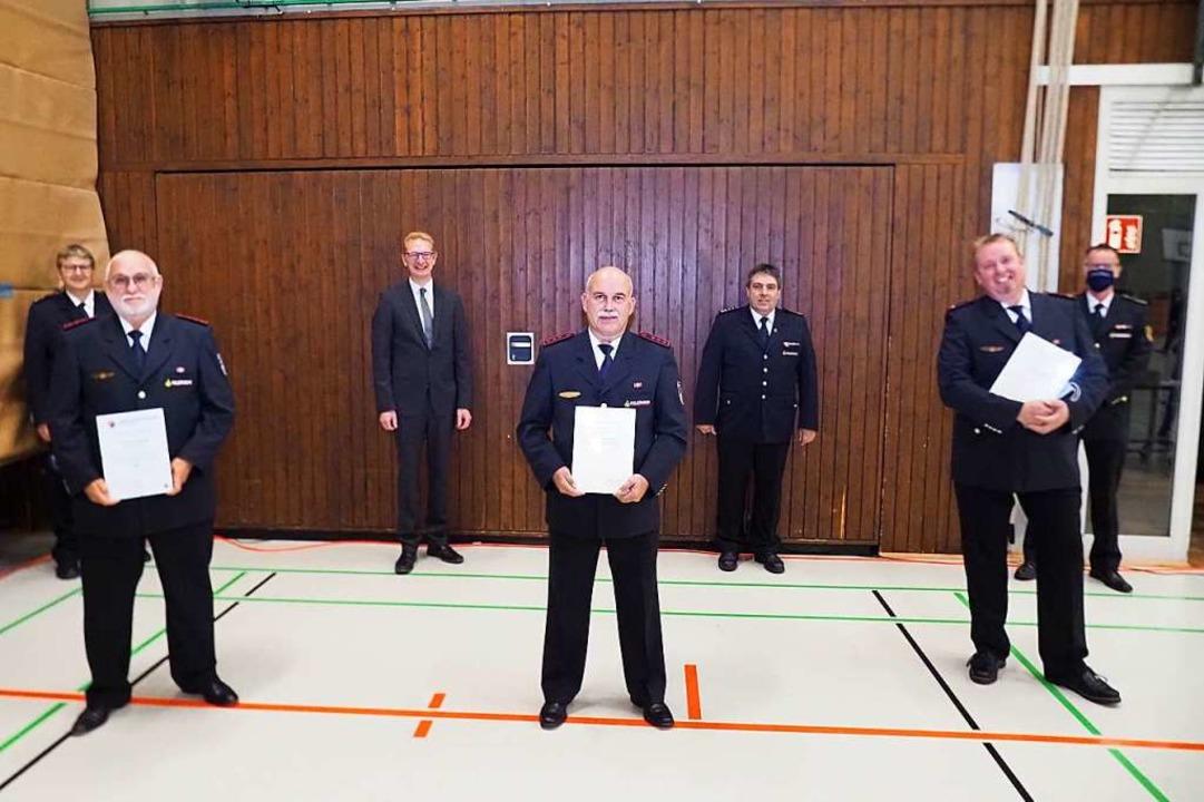 Geehrt: Günter Brand, Franz Josef Enz und René Kühnert (vorne von links).  | Foto: Michael Haberer