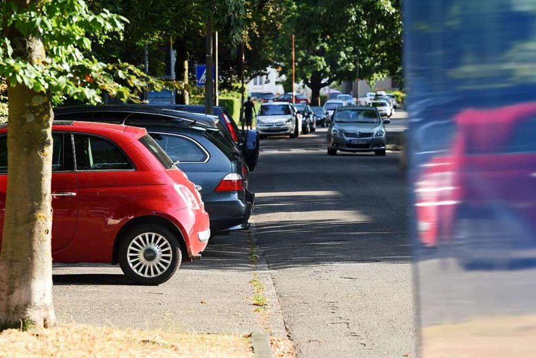 Der Parkplatz vor der Neumattschule    Foto: Jonas Hirt