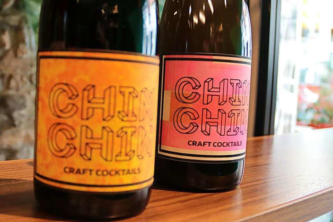Und: Die Cocktails der Bar in Flaschen abgefüllt.  | Foto: Joshua Kocher