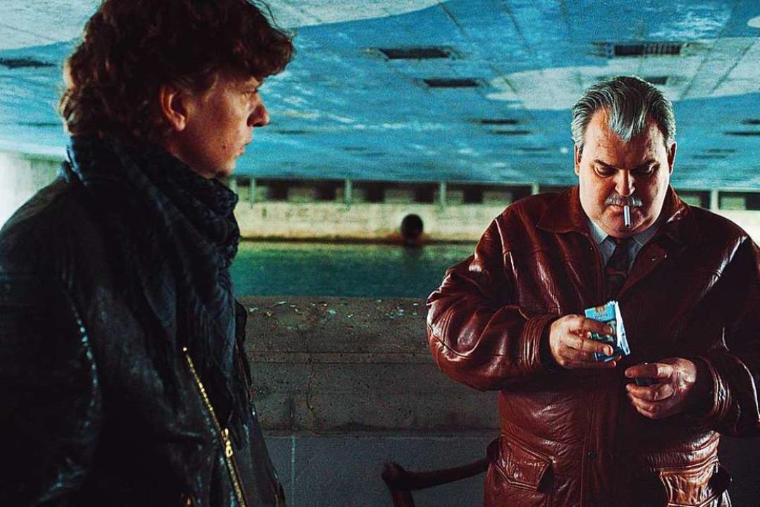 Geheimdienstliches Treffen unter einer...s Spitzel, Mike Müller als Polizeichef    Foto: Arsenal