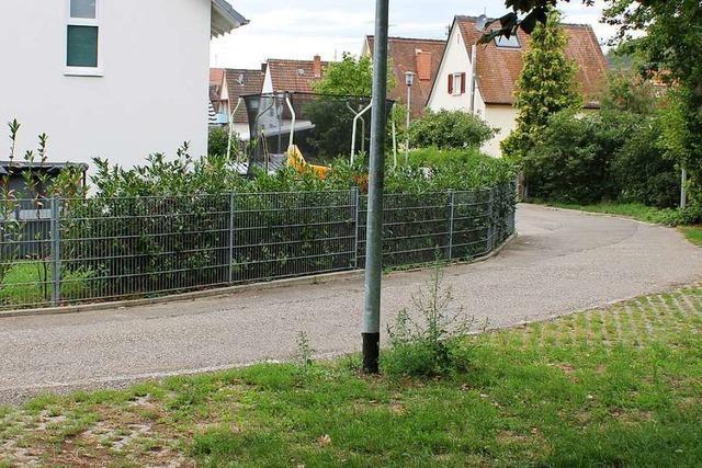 Anwohnerin warnt vor Gefahrenstelle, jetzt muss sie einen Zaun abbauen