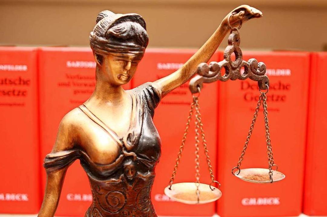 Die Anklage lautet auf Mord.    Foto: recht_schoen  (stock.adobe.com)